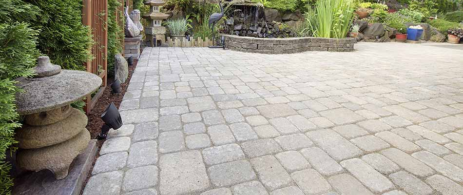 Large garden paver patio in The Villages, FL.